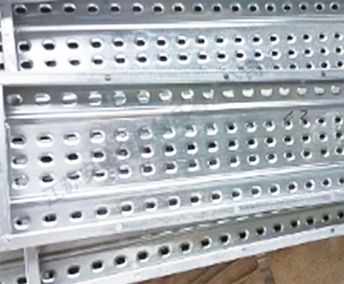 Galvanized pedal without hook punch